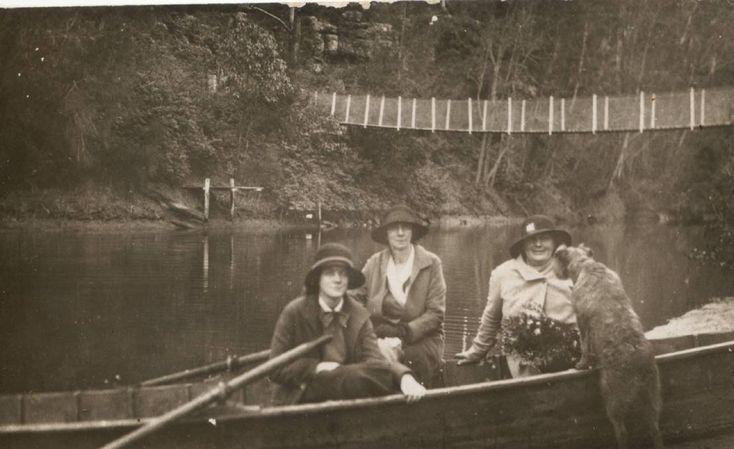 Nowra Creek suspension bridge. Photo courtesy of Shoalhaven Historical Society.
