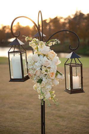 lanternes et supports pour décorer la cérémonie