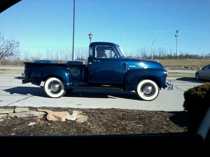 love old cars nd trucks