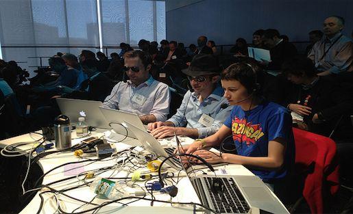 Miten liveblogataan tiiminä... http://www.pbs.org/mediashift/google-jockey