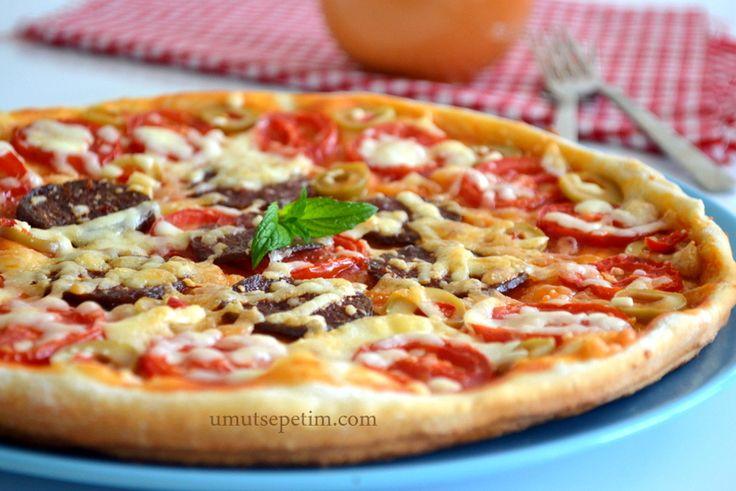 pizza tarifi,kolay pizza tarifi,pizza hamuru nasıl yapılır