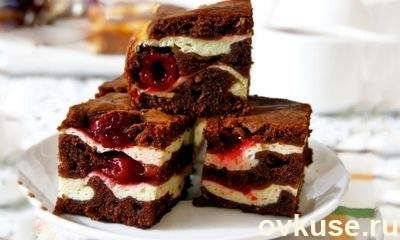 Торт Брауни с творогом и вишней