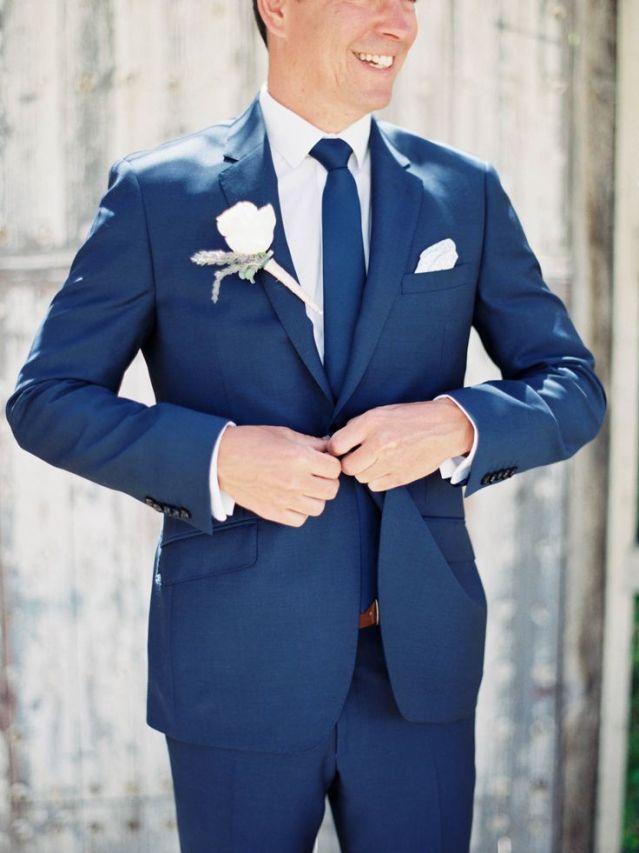 Smoking hot! Blauw trouwpak voor de bruidegom | ThePerfectWedding.nl