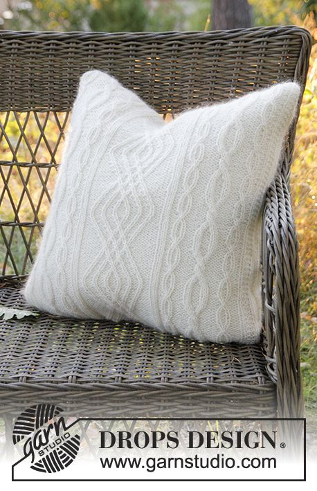 Irish Winter Pillow - Gestrickter DROPS Kissenbezug in 2 Fäden Alpaca mit Zopfmuster. - Free pattern by DROPS Design