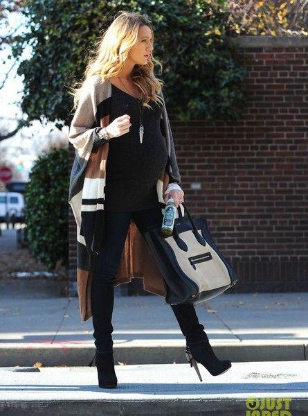 Début octobre, on apprenait que Blake Lively était enceinte. Très fière de devenir maman, l'actrice est loin de cacher son petit baby bump comme certaines