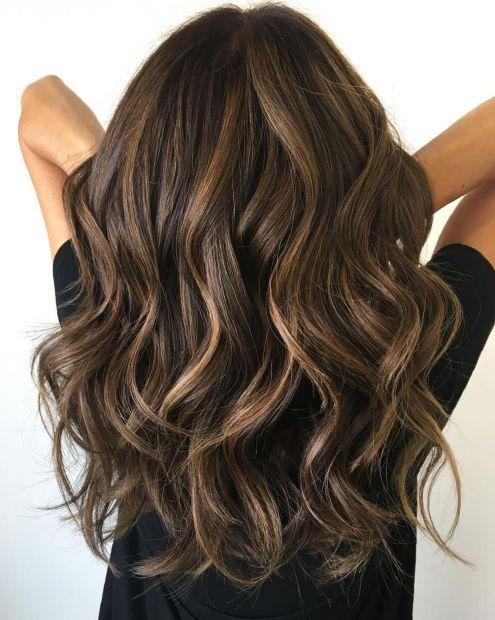 Klassische Volumige Stufen Fur Langes Haar Frisuren Lange Haare Schnitt Frisuren Lange Haare
