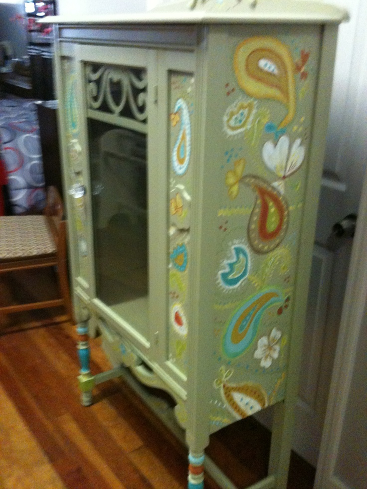 hand painted china cabinet by Carol Perkins & Chloe Watts: Hands Paintings, Furniture Makeovers, Hands News, Paintings China Cabinets, Chloe Watts, Furniture Makov, Dining Inn, Carol Perkins, Cheech Paintings