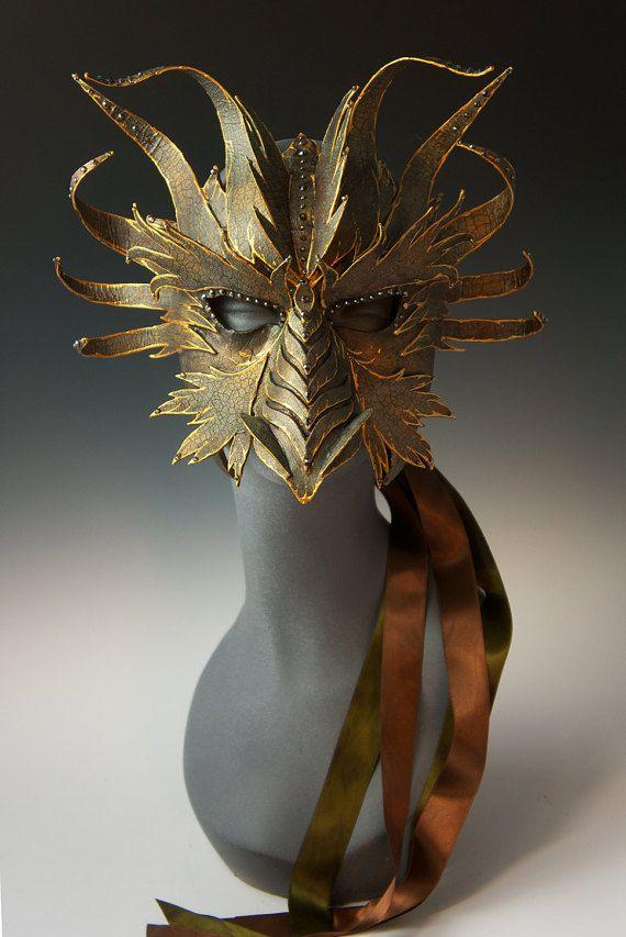 Media máscara de dragón de bronce