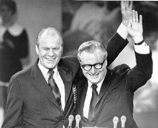 Entre 1974 y 1977 ni el Presidente ni el Vicepresidente en ejercicio de los Estados Unidos habían sido elegidos directamente en unas elecciones.  Las dimisiones de los vencedores de las anteriores presidenciales, el Vicepresidente Agnew, primero, y del Presidente Nixon después, obligaron a la aplicación de la recién aprobada vigésimo quinta enmienda y provocaron esta anómala situación.  Gerald Ford y Nelson Rockefeller fueron los beneficiados.