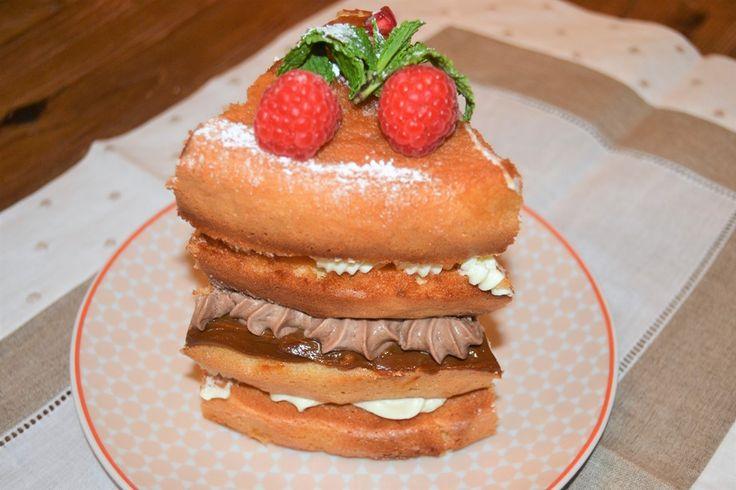 Receta de naked cake o tarta desnuda, con crema de queso, dulce de leche y frutos rojos