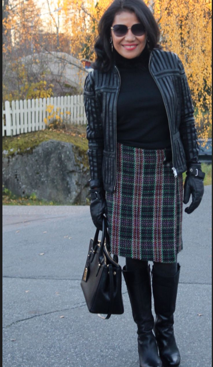 Autumn- you can never go wrong with plaid & black, such a classic match!