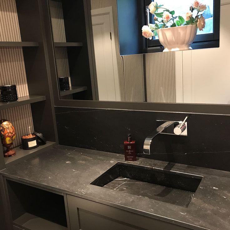 Levert av Lenngren Naturstein -  Baderom inspirasjon | design | Steinvask | Marmor servant | Nero Marquina - Bathroom inspiration | ideas | Marble | Stone Basin