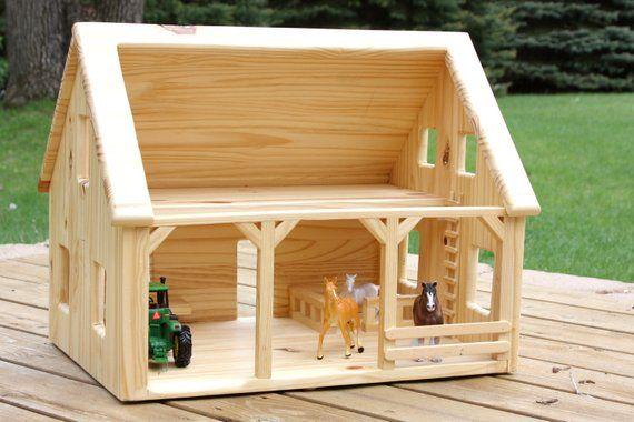 Holz-Scheune Welches Kind würde nicht gerne mit diesem schönen Holz Scheune zu…