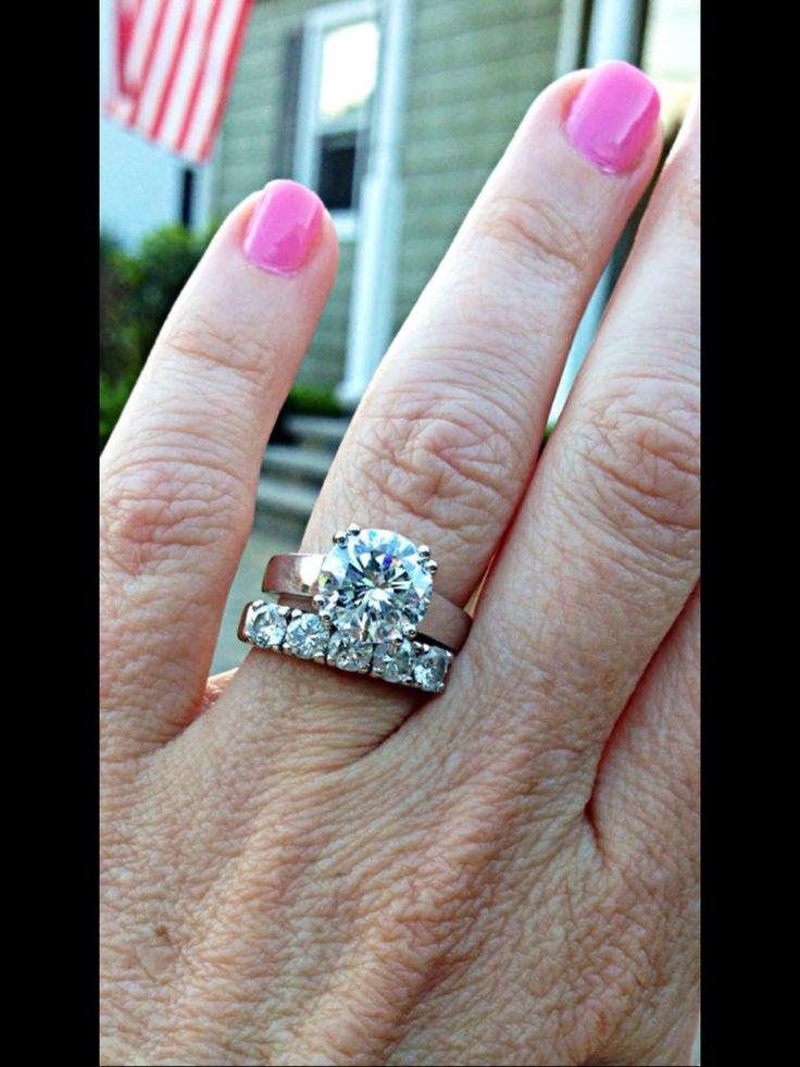 Brilliant Round Solitaire Engagement Ring With 5 Stone