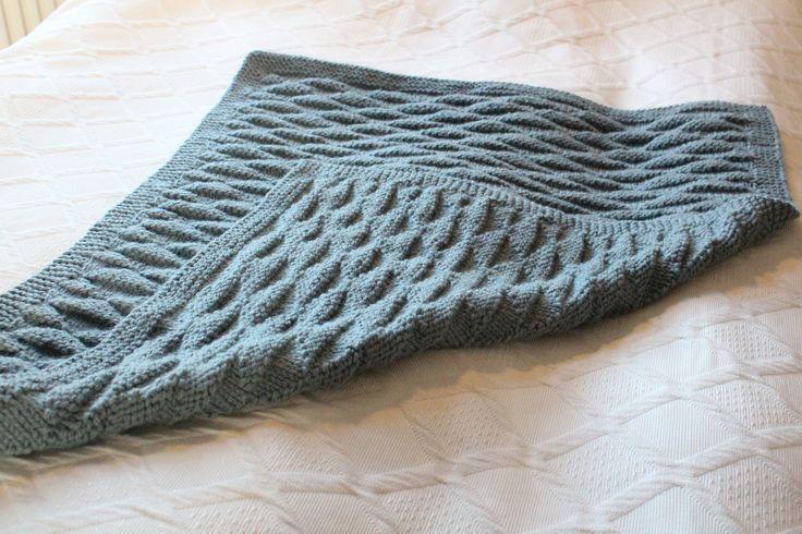 Jeg har fået strikket et babytæppe med trekanter som en del af lageret med barselsgaver til kommende babyer og forældre i vennekredsen. Det er simpelthen så skøn en gave at få synes jeg, og strikke…
