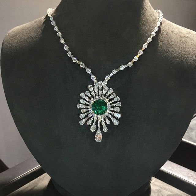 setarediamondsA breathtaking necklace centered upon a 10 carat round emerald, surrounded by an explosion of diamonds! Visit us at booth LUX900 to discover more fabulous jewelry!