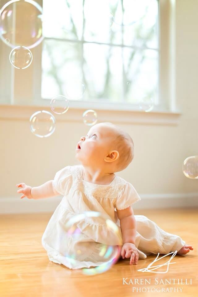 6 to 9 month baby photography with bubbles! Photo by Karen Santilli Photography