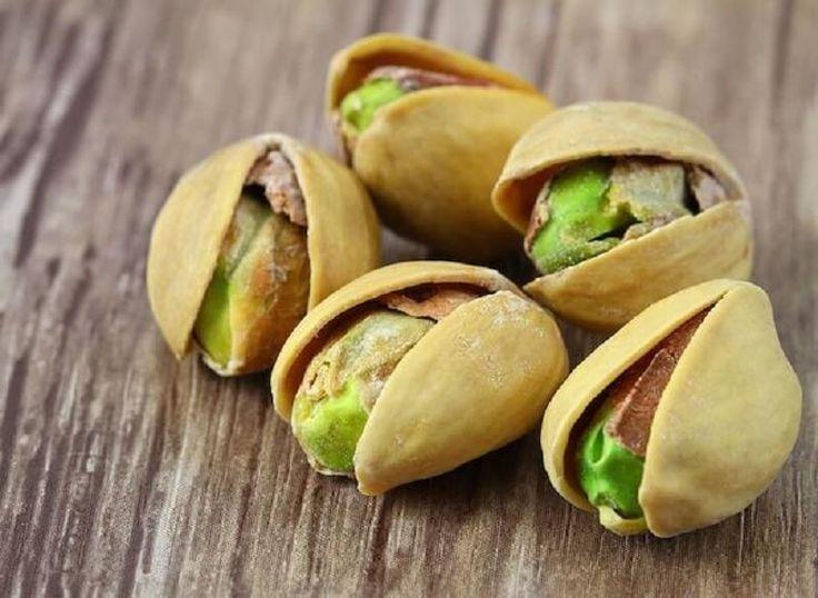 Всегда их обожала, теперь еще больше!Эти орехи являются настоящим источником здоровья. В 100 г фисташек, присутствует 540 калорий, но это не имеет значения, потому что они являются полезным и хоро