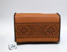 Geanta piele naturala brodata manual cu motive traditionale romanesti UNICAT