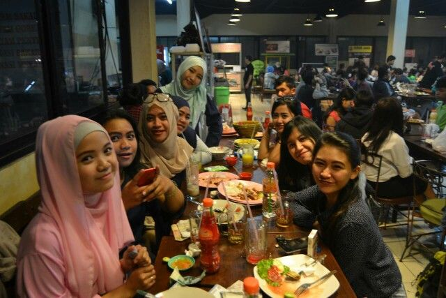 Break fasting with my geng, love so muchhhh