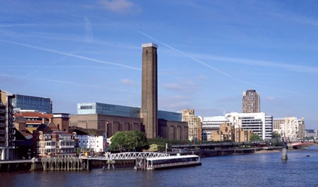 Tate Modern - my favourite building in London - saw it hundreds of times while on the Gatwick Express on my way to and from the airport..