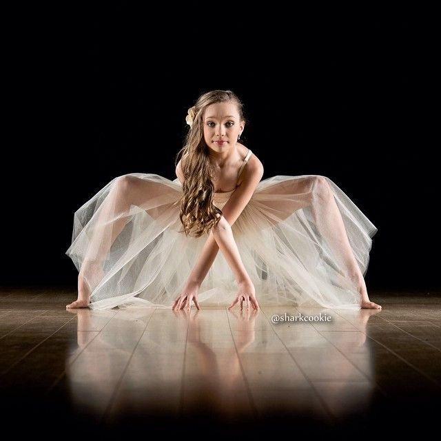 Maddie Zeigler by sharkcookie One of my favorite poses.