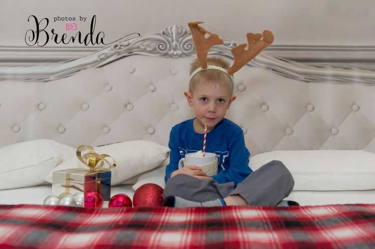 Christmas Portraits - COPYRIGHT © Photos by Brenda - DO NOT COPY www.photosbybrenda.ca