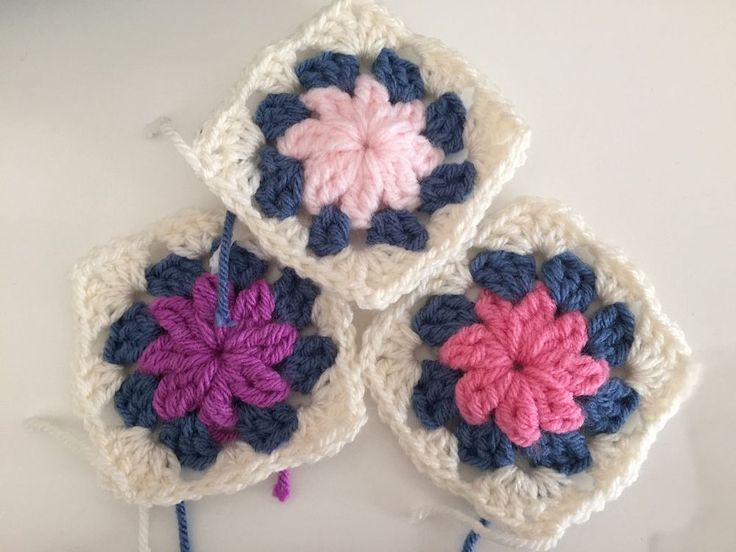 STUNNING CROCHET GRANNY SQUARES, FLOWERS CENTRE, PACK OF 15....