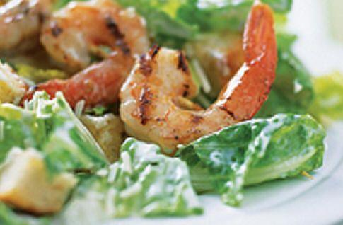 Salade César crémeuse aux crevettes grillées