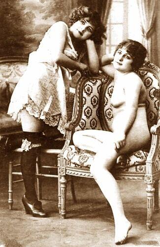 http://vintagestockingsarchive.com/antique_stockings/gallery5/anstk447.jpg
