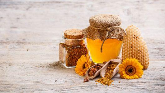 Dos sencillas mascarillas a base de polen de abeja para rejuvenecer el rostro