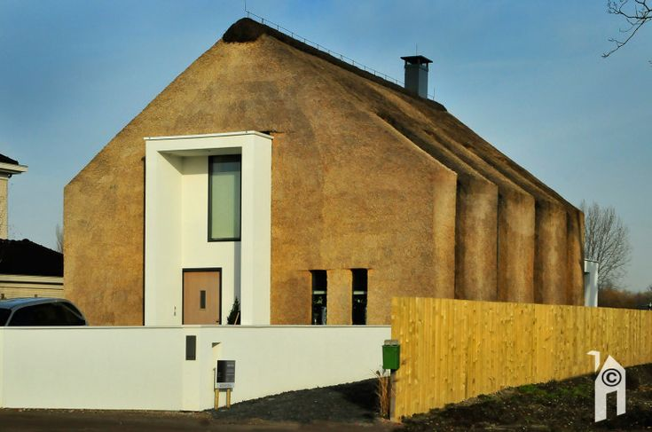 Moderne boerderij-landhuiswoning met rietkap by Arjen Reas - Eigenhuisbouwen.nl