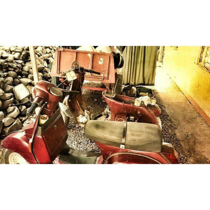 #huawei #huaweip8lite #lml #vespa #vespaclassic #vespacostarica #scooter #motorbike #motorcycle #project #diy #twostroke #2stroke #hipster #instavespa #vespamania #vespagram #vespaclub by zurichsegura