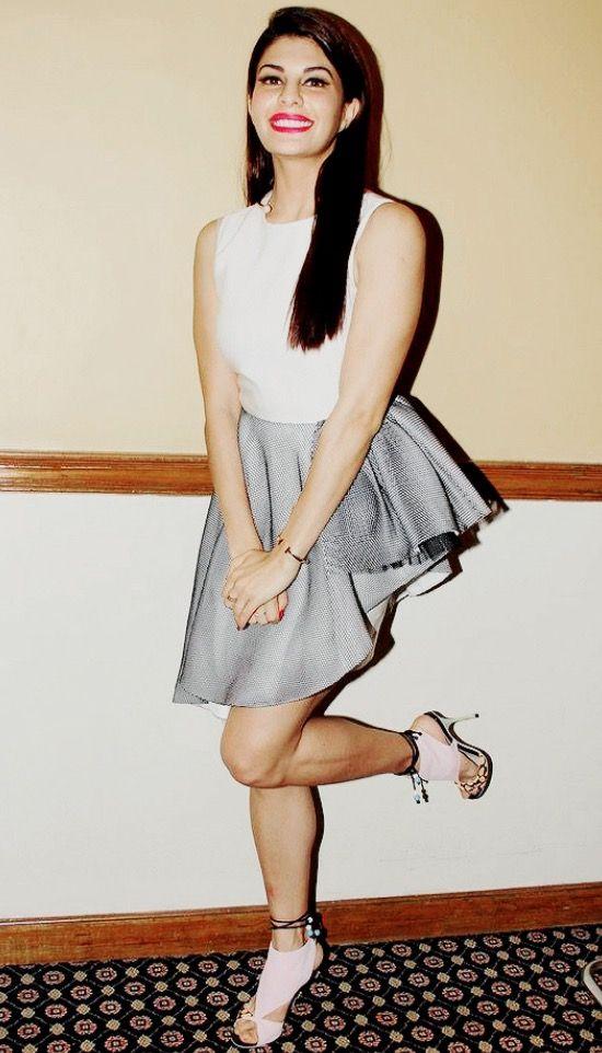 Jacqueline Fernandez sexy legs