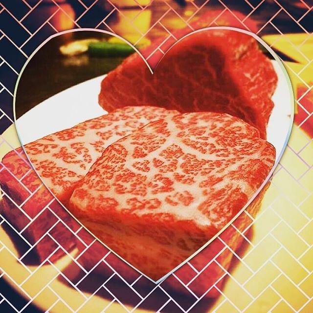 こんな時間でも…❤︎ . . Hello!! 素敵な夜ですね♡ . . こんな時間からですが 美味しいお肉です(๑ˊ͈ ꇴ ˋ͈) . . 夜だからな〜とか 高いからな〜とか 関係なしっ٩(•̤̀ᵕ•̤́๑) . . 好きなものを好きなときに食べて 幸せたっぷりでいると 身体も健康になるんですね(⸝ᵕᴗᵕ⸝⸝)♡ . . My life 🔜 @fuuuponpon . . #beef #restaurant #resort #dinner #night #party #celeb #happy #ホテル #海外 #おしゃれ #おそとごはん #ディズニー #リゾート #旅行 #肉 #レストラン #贅沢 #バー #ビール #ワイン #カクテル #夜 #楽しい #女子会 #美容 #海 #夏 #ハワイ #幸せ