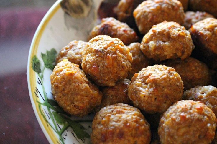 Turkey Meatballs for babies/toddlers: 20 ounces lean (97/7) ground turkey * 1 (8 ounce) can no salt added tomato sauce * 1 large egg * 1 cup whole wheat bread crumbs (you can also use ground oats or whole grain cereal) * 3/4 cup shredded mozzarella cheese * 1 tsp garlic powder * pinch of salt and pepper