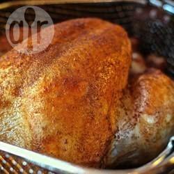 Peru inteiro frito @ allrecipes.com.br - Um jeito diferente de preparar peru! Acredite, esse é o peru mais molhadinho e saboroso que você vai provar.