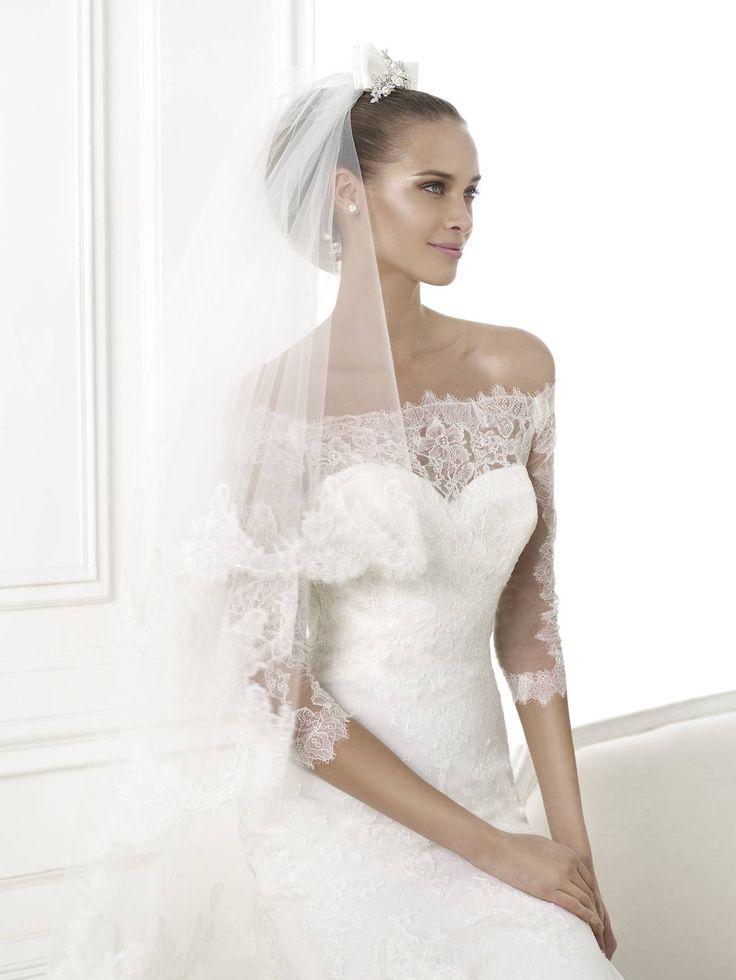 A 2015-ös Pronovias esküvői ruha kollekció legkülönlegesebb kínálatával várjuk kedves menyasszonyainkat! Gyönyörű Bellamy csipke ruhánk kedvezményes áron megvásárolható esküvői ruha szalon unkban.