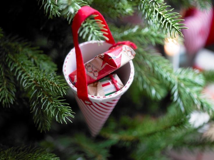 Κρεμαστό διακοσμητικό από χαρτόνι, από τη χριστουγεννιάτικη σειρά JULMYS.