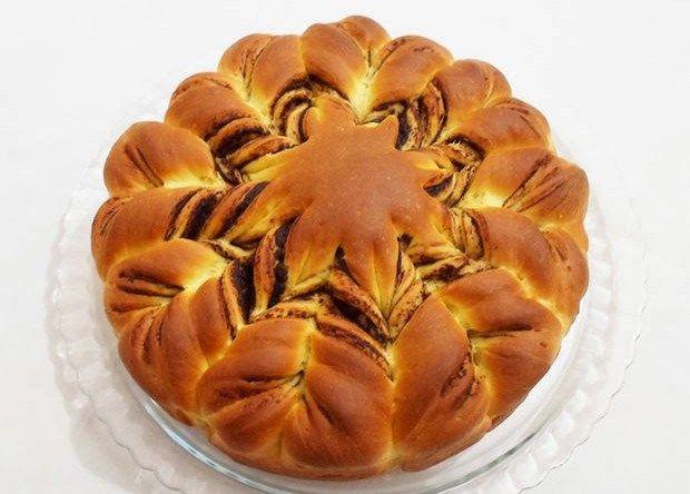 Αφράτο ψωμάκι πλημμυρισμένο με nutella!    Βήμα 1: Η μερέντα  150 γρ. βούτυρο  100 γρ. σοκολάτα κουβερτούρα με γεύση πραλίνα φουντουκιού  1 κουτί γάλα ζαχαρούχο  2 κ.τ.σ. κοσκινισμένο κακάο  2 κ.τ.σ. κοσκινισμένη ζάχαρη άχνη    Στο φούρνο μικροκυμάτων ή σε μπεν μαρί λιώνουμε το