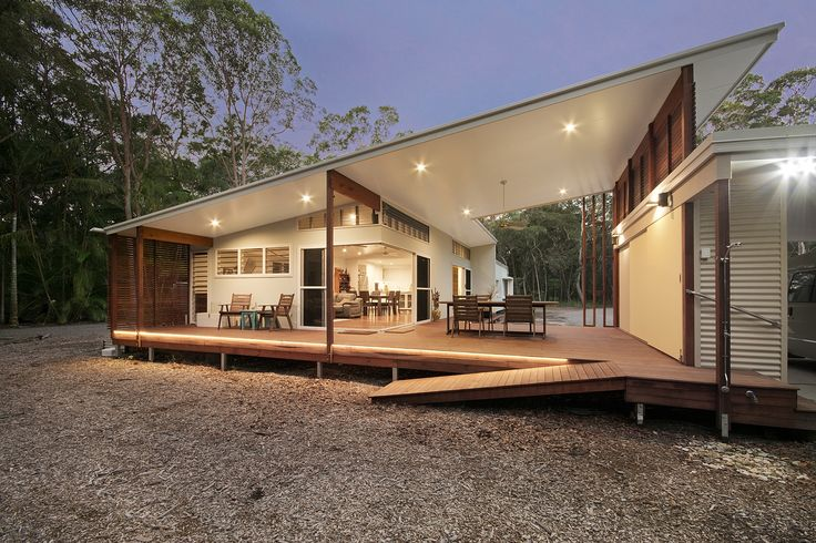 A Tropical Home for a Couple to Sit Back and Enjoy the Bush