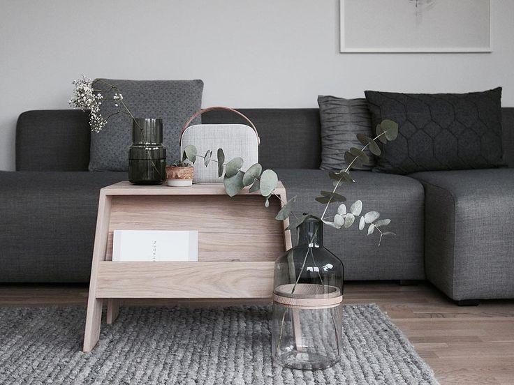 @lillely_ 👋🏻 ligger på langs på sofaen og nyder stilheden i huset og mine nye puder..