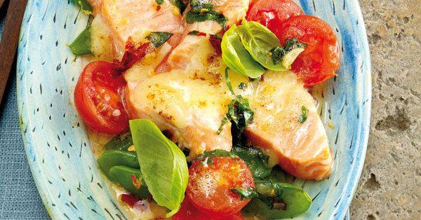 Cocktailtomaten, Basilikum und Zitronenbutter unterstreichen den Eigengeschmack des Lachs' vortrefflich. Das Ganze wird mit Greyerzer in Raclette- ...