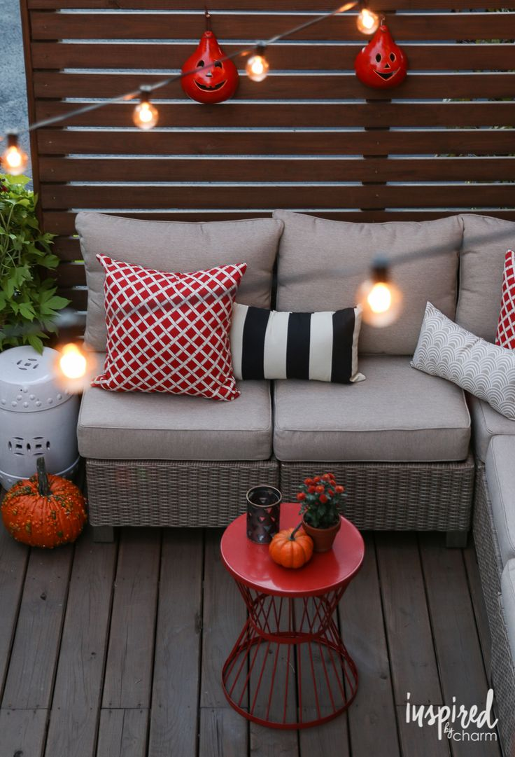 Fall deck orating ideas outdoor lighting and patios for Fall balcony decorating ideas