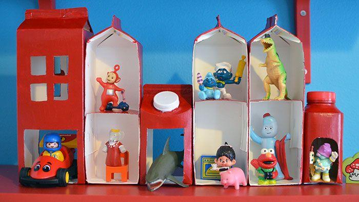 Dollhouse out of milkboxes. Dockskåp/lekhus av mjölkkartonger Hemma med Helena