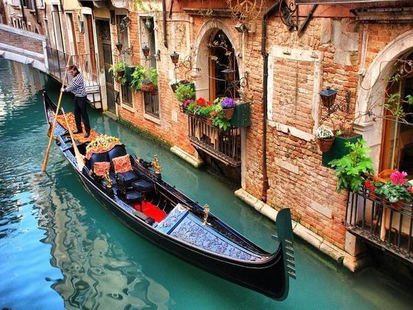 As famosas gôndolas de #Veneza na #Itália.