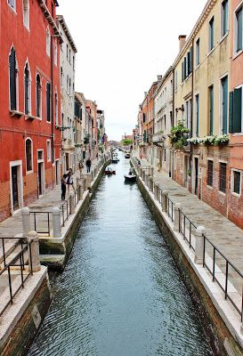 Venice Grand Canal view, If we have 2-3 hours to spare, I would strongly recommend the Peggy Guggenheim Gallery. You are going to find a lot more amazing shots of the Grand Canal en route to the museum.