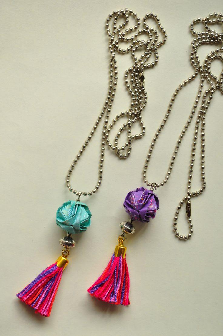 Collar tassels y japanese brocades de origami, más modelos en  www.facebook.com/KiObjetosDeOrigami