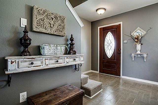 Entryway Decor; I want that shelf!
