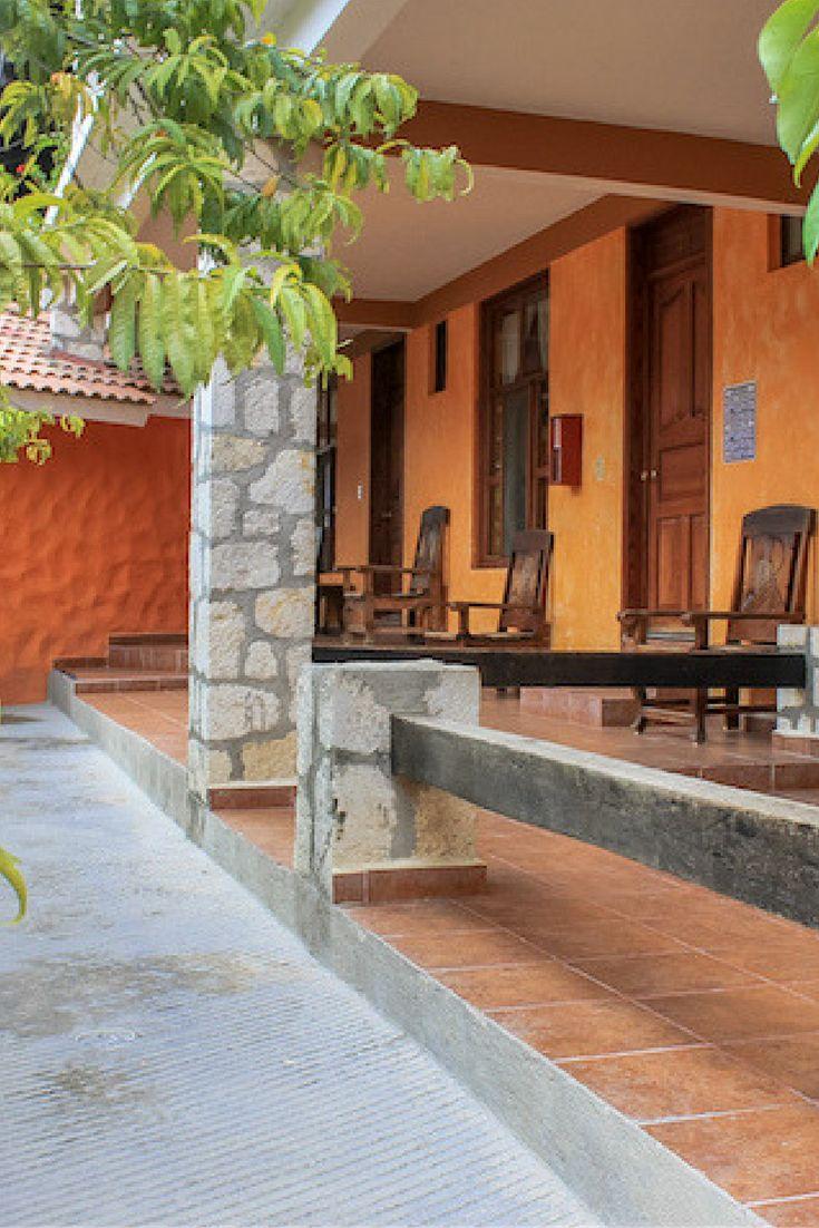Entrada a una de las cabañas en el Hotel Paraíso en las Grutas de Tolantongo